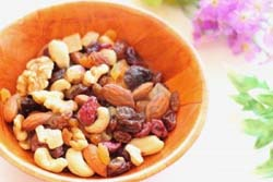 Nuts and dry fruits are healthy snacks
