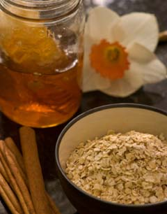 Natural ingredient to made oatmeal face mask
